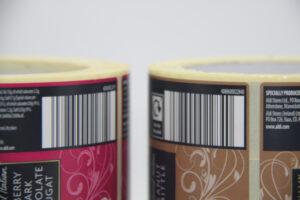 Etichette di prodotti che includono il codice a barre.
